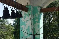 Звонница и ограда нуждаются в ремонте