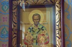 Икона святителя Иоанна Златоуста с частицей надгробия.